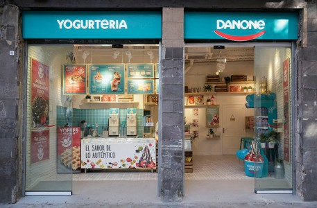 Danone opens in Ciutat Vella of Barcelona its new yogurt parlor badge
