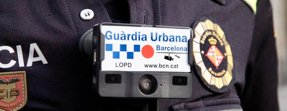 La Guardia Urbana empieza a patrullar con cámaras unipersonales